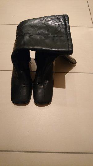 Stiefel in der Farbe Schwarz zu verkaufen