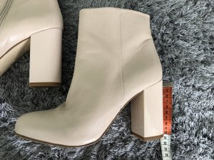 Stiefel in Nude