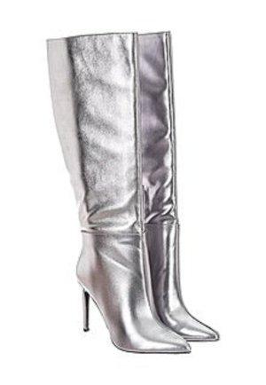 best website 51d15 424d6 Stiefel in Silber von Guess Gr. 37 Neu mit Karton