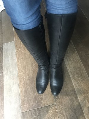Stiefel Lederstiefel Echtleder enganliegend schwarz mit kleinem Absatz