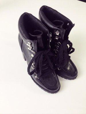 Stiefel mit Blockabsatz in Croco Optik