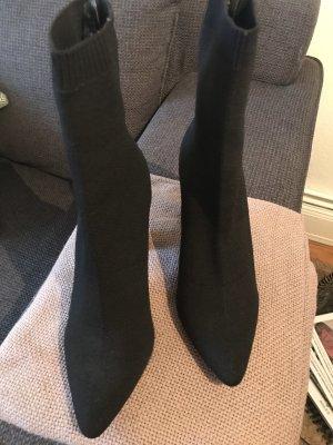 Stiefel mit engen elastischen Schaft