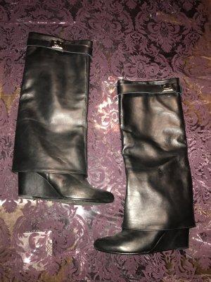 Stiefel mit Keilabsatz a la Givenchy