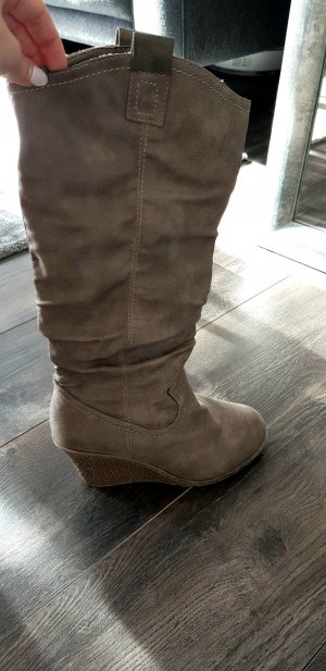 Stiefel mit Keilabsatz