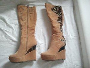 Stiefel mit Keilabsatz mit 2 verschiedenen Mustern