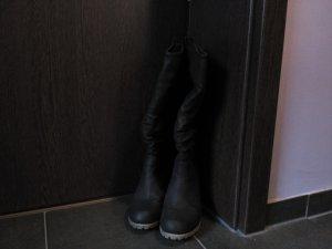 Stiefel mit Keilabsatz schwarz