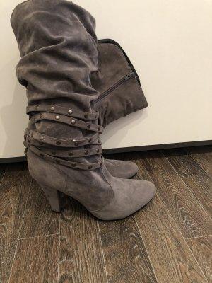 Stiefel mit Nieten