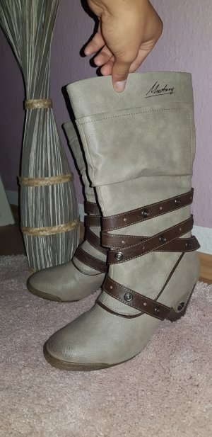 Stiefel Mustand