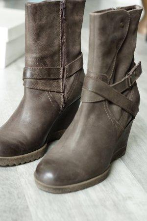 Stiefel NEU ungetragen echt Leder aus Italien braun mit Keilabsatz Gr. 38