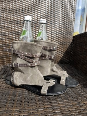 Stiefel Sandalen