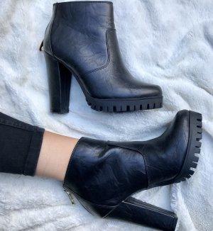 Stiefel, schwarz in Größe 36 mit Gold Reißverschluss