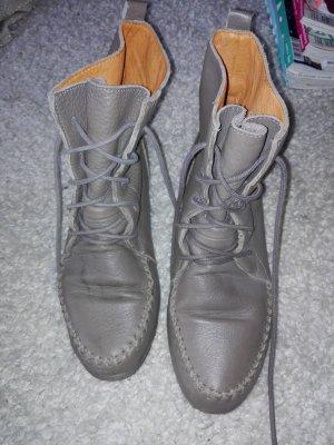Stiefelchen zum Schnüren