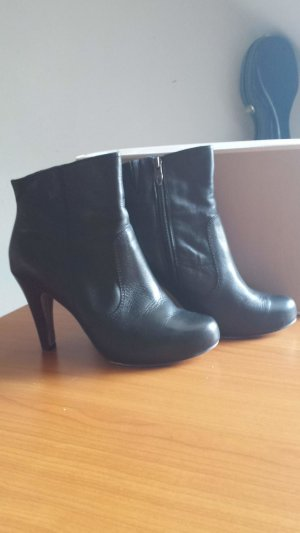 Tamaris Platform Booties black leather