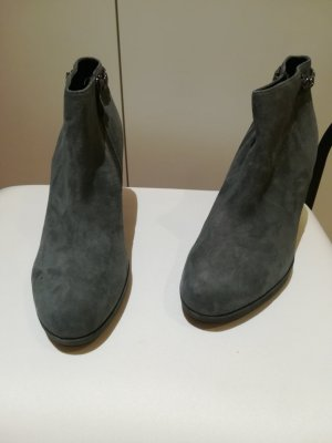 5th Avenue Zipper Booties taupe suede