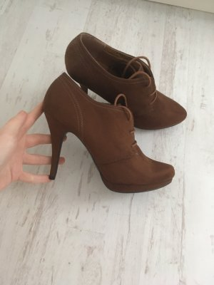 Graceland Lace-up Booties brown