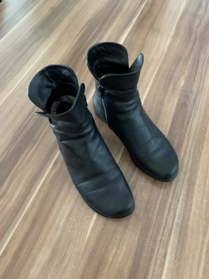 Everybody Slip-on Booties black