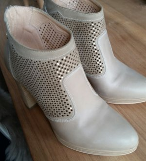 Nero Giardini Cut Out Booties cream leather