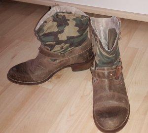 Stiefelette von Bullboxer braun mit Camouflage