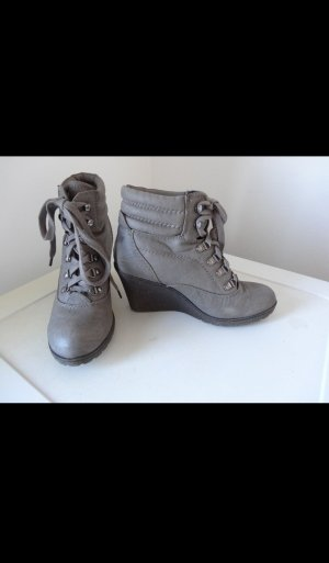 Never 2 Hot Booties taupe-grey brown