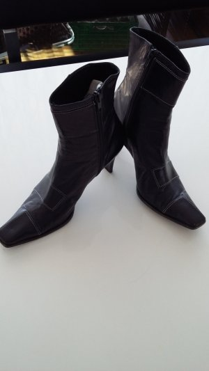 0039 Italy Heel Boots black leather