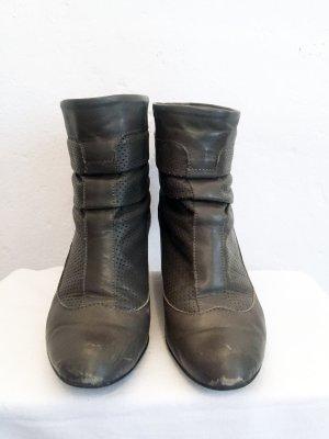 Stiefeletten aus echtem Leder, kuriose Verarbeitung des Schaftes, Absatz ca. 4 cm