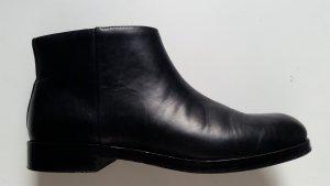 Stiefeletten aus Leder in schwarz