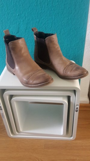 Stiefeletten Boots Chelsea Boots im Budapester Look Leder Ankle