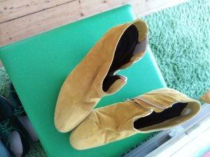 Andrea Conti Laarsjes met rits geel
