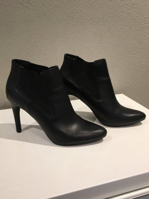 Akira Slip-on Booties black