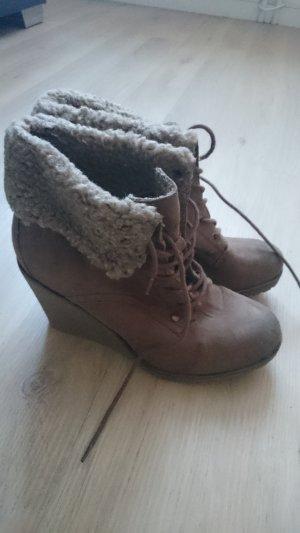 Botas de cuña marrón