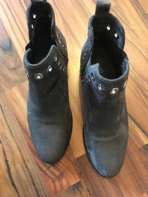 Stiefeletten grau mit Nieten