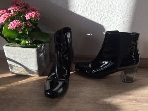 Stiefeletten in Lackoptik