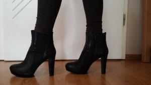 Stiefeletten Plateau / High Heel in schwarz mit elastischem Schaft