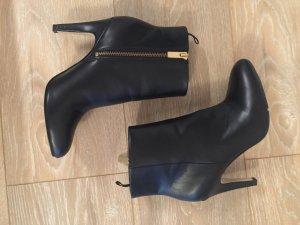 Stiefeletten von der Marke H&M in Schwarz