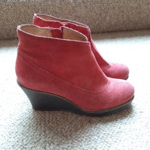 Dr. Scholl Wedge Booties raspberry-red suede