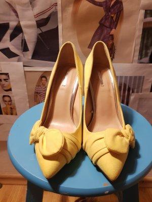 Bershka Zapatos de punta amarillo pálido