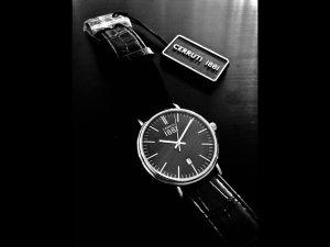 Stilvoll-schlichte Armbanduhr von Cerruti Original