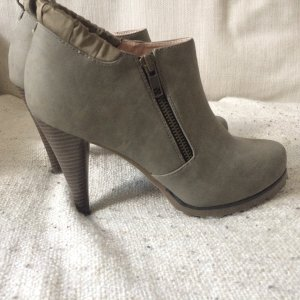 Stilvoller grauer ankle boot