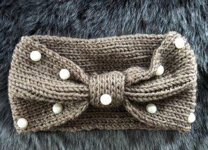 Chapeau en tricot gris brun-rouge brique