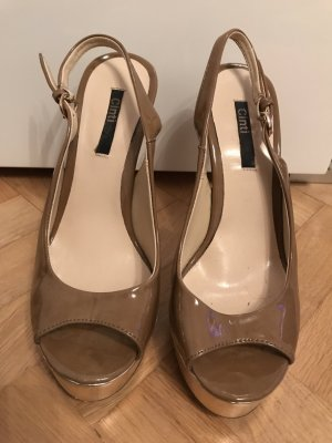 Strapped pumps light brown-gold-colored