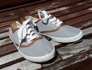 Stoff Sneaker mit Streifen