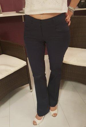 Stoffhose lässig und elegant zu tragen