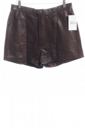 Stradivari Shorts dunkelbraun Street-Fashion-Look