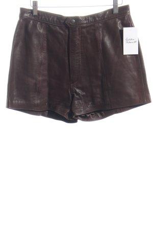 Stradivari Shorts dunkelbraun Street-Fashion-Look