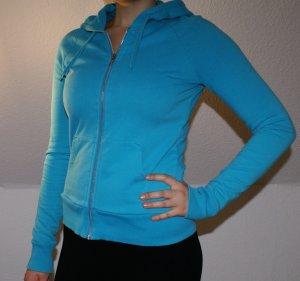 strahlend blaue Sweatjack mit Kaputze