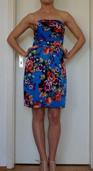 strahlend blaues Kleid