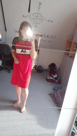 Vestito da spiaggia rosso scuro
