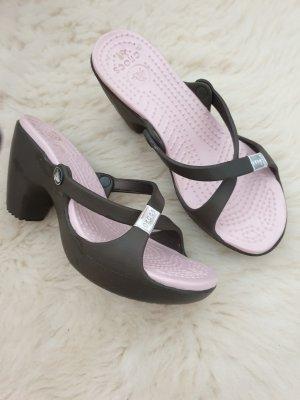 Crocs Sandalias de playa rosa empolvado-verde oscuro