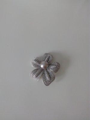 Straßbrosche mit grauer Perle NEU
