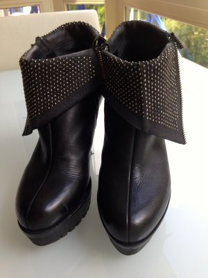 Strategia Ankle Booties Black
